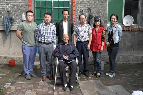 在中共新泰市委统战部副部长范伟宏和支部主委李海燕的带领下,到新泰
